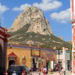 世界で三番目に大きい一枚岩と、UFOの村「ベルナル」