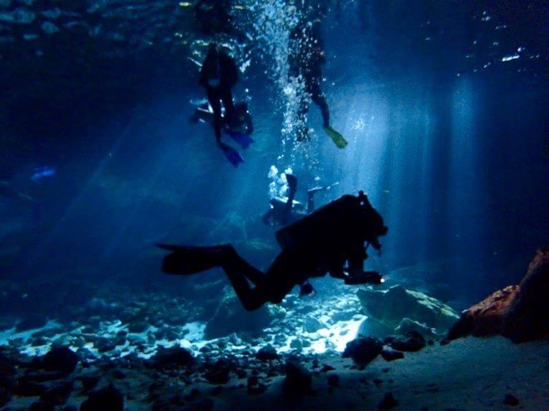 セノーテでのダイビング体験